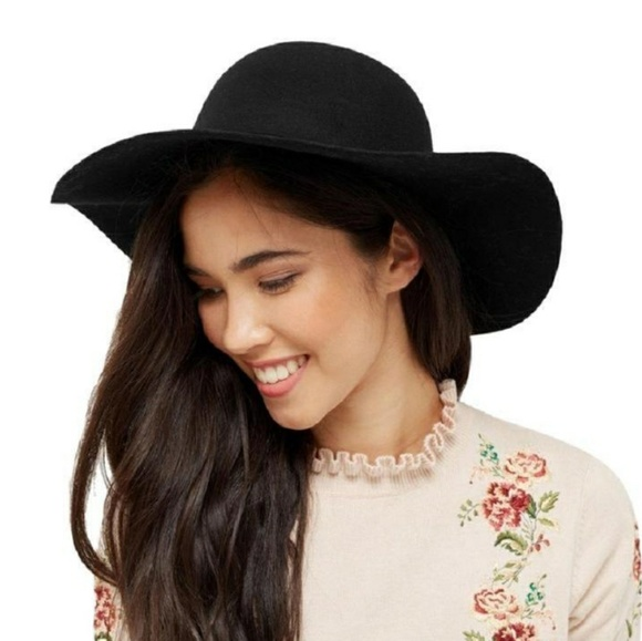 e2addcd4996ab Forever 21 Accessories - Black Wool Felt Wide Brim Panama Fedora Witchy Hat